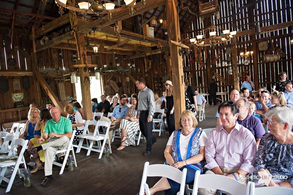 rustic_barn_wedding_038.jpg