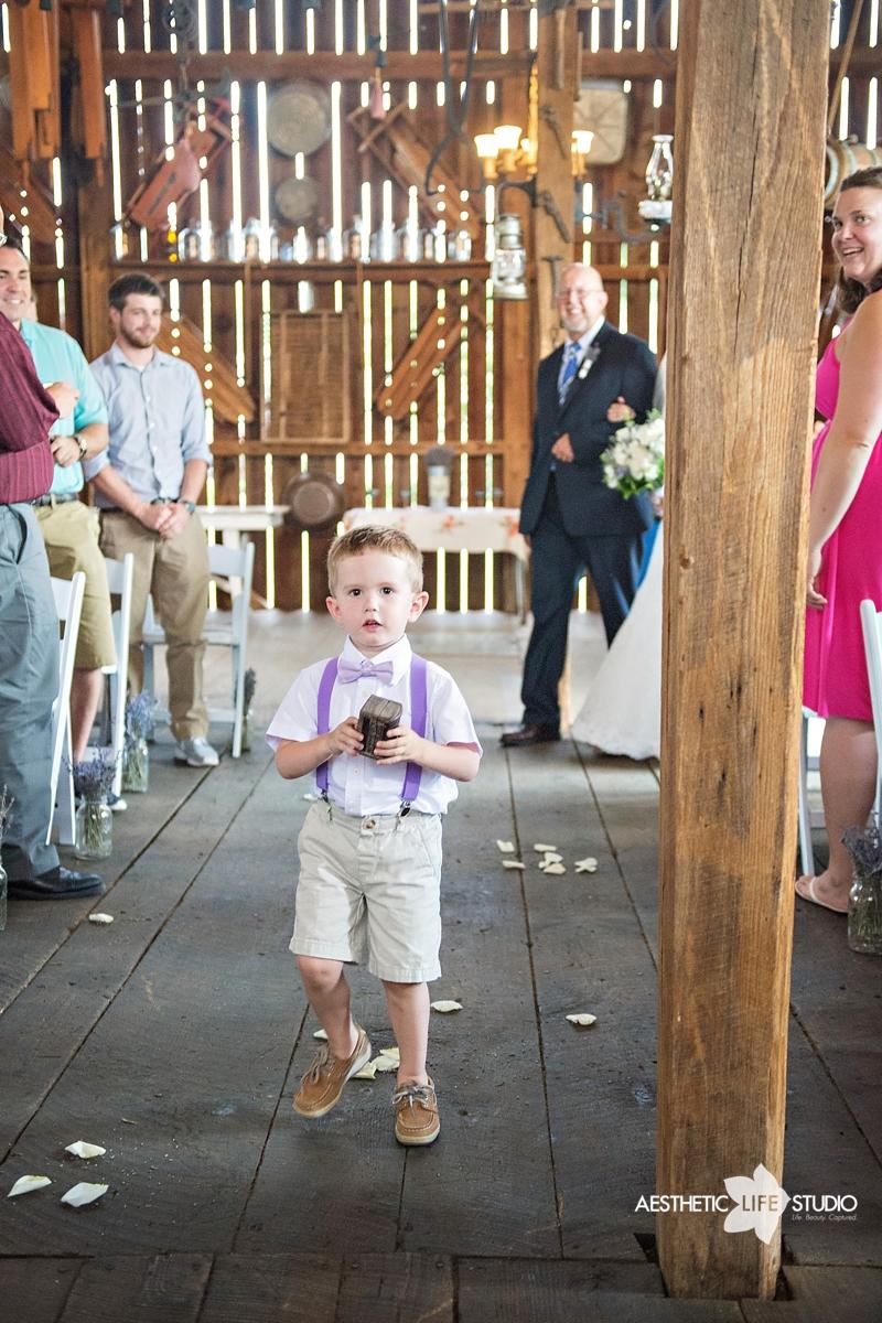 rustic_barn_wedding_042.jpg