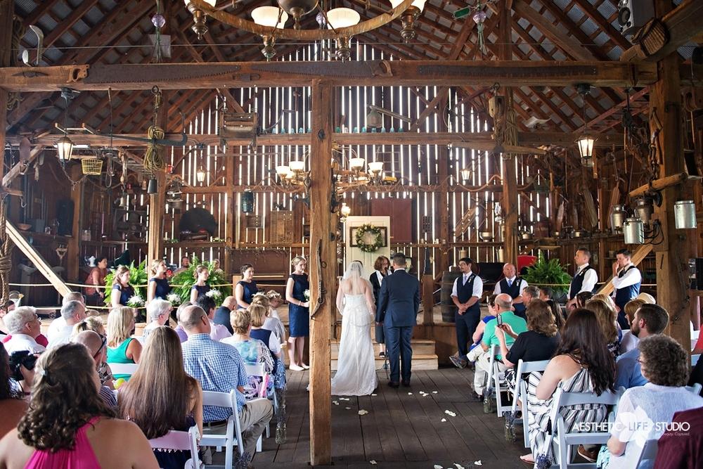rustic_barn_wedding_046.jpg