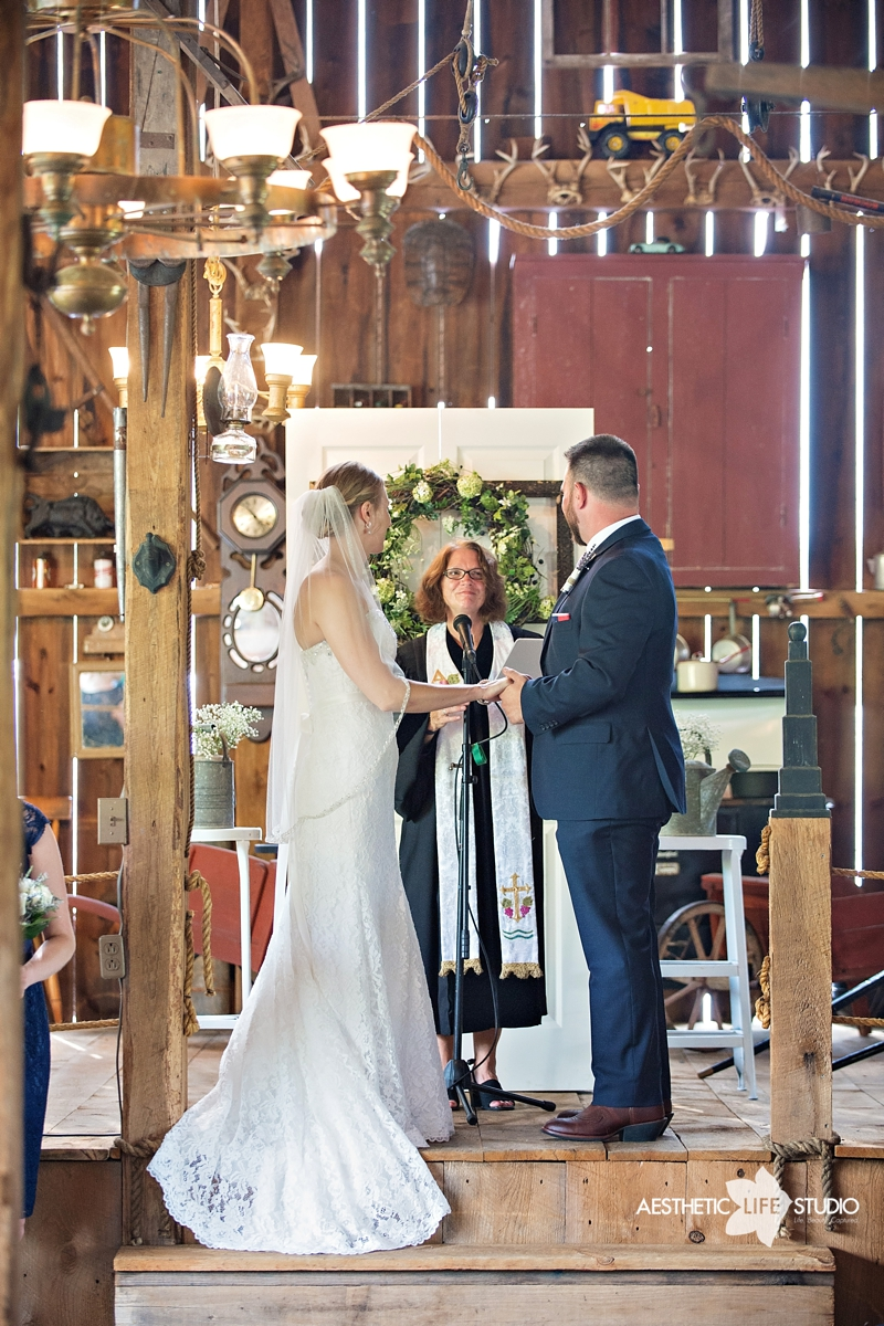 rustic_barn_wedding_049.jpg