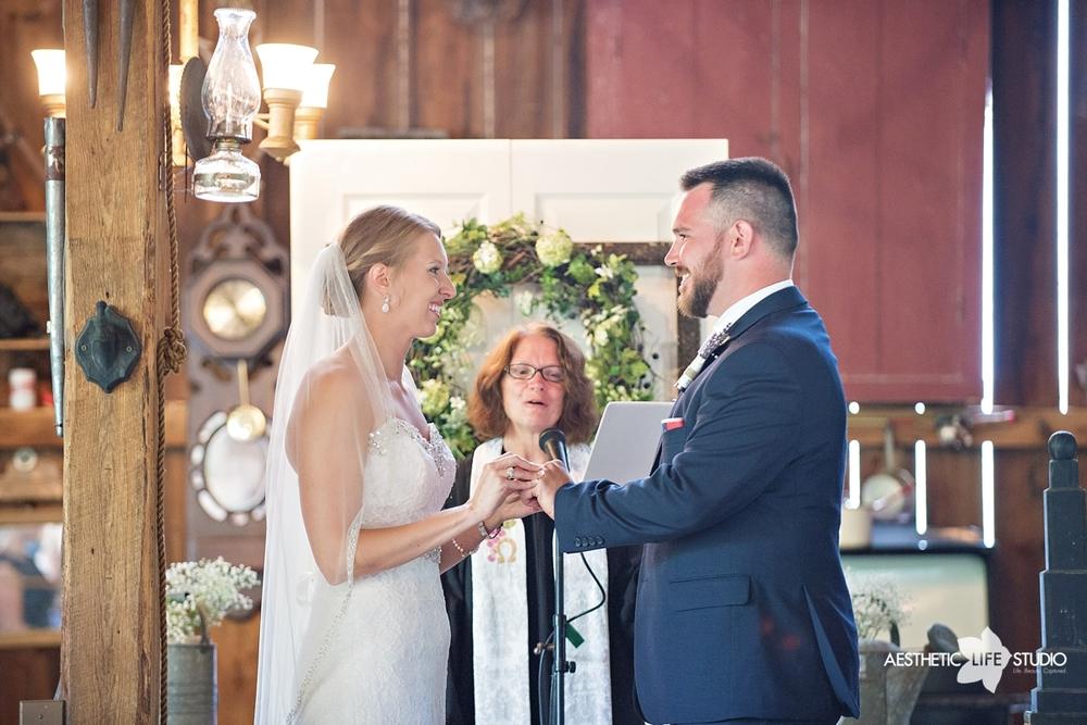 rustic_barn_wedding_051.jpg