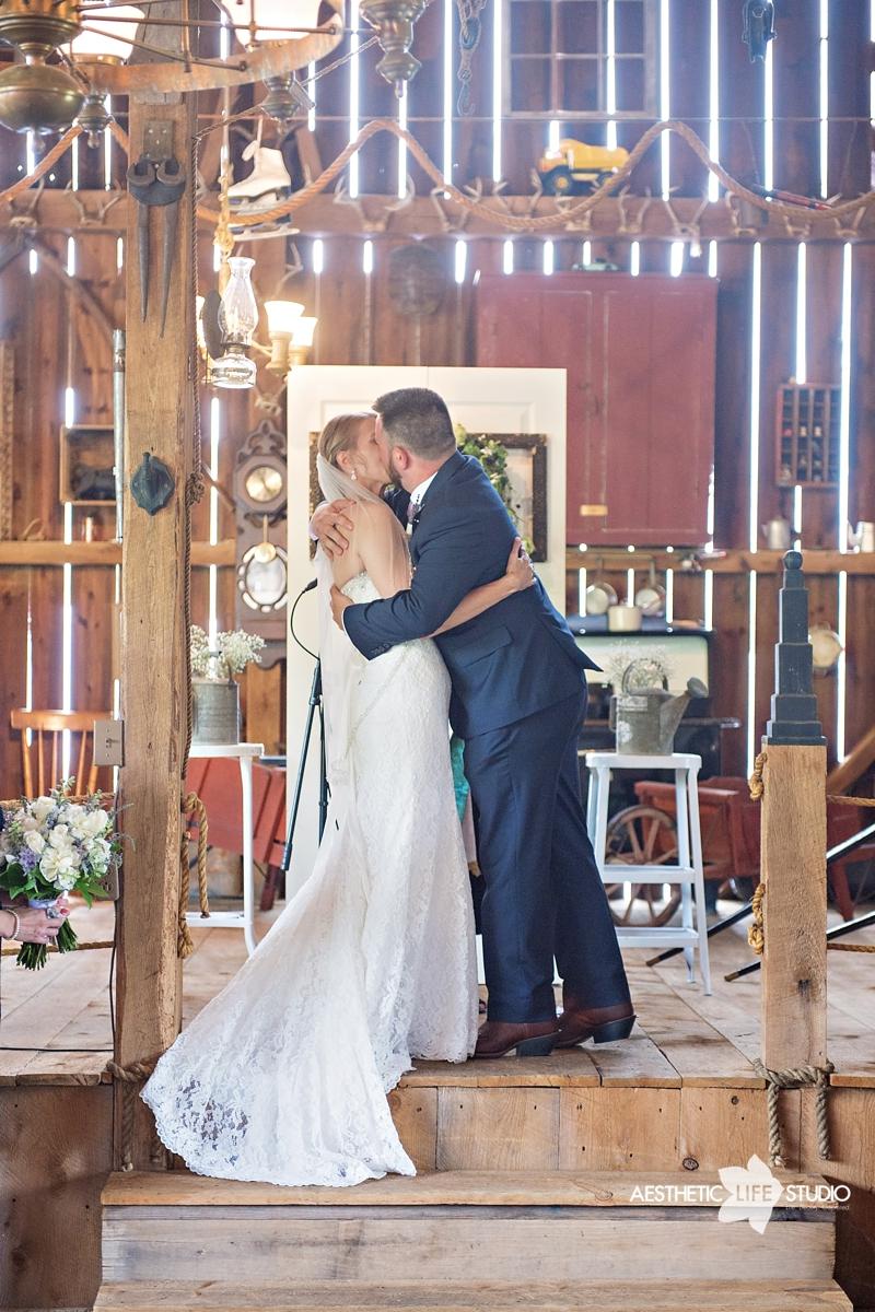 rustic_barn_wedding_052.jpg