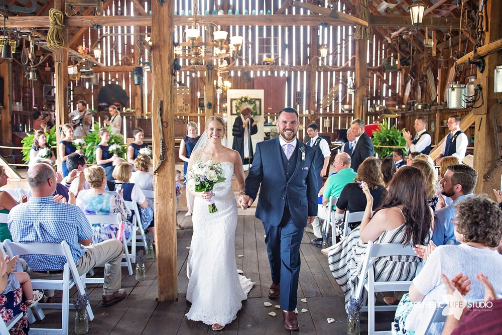 rustic_barn_wedding_053.jpg