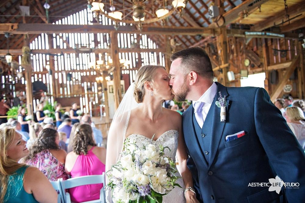 rustic_barn_wedding_054.jpg