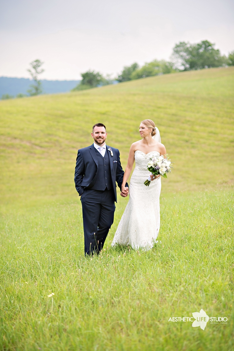 rustic_barn_wedding_067.jpg