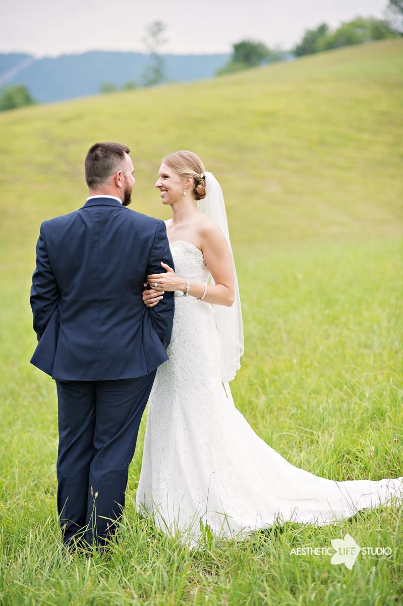 rustic_barn_wedding_070.jpg
