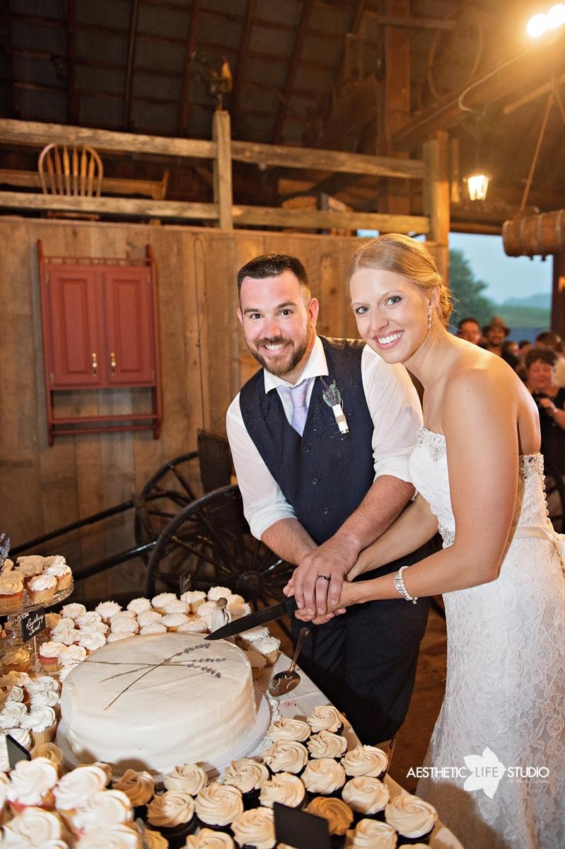 rustic_barn_wedding_094.jpg
