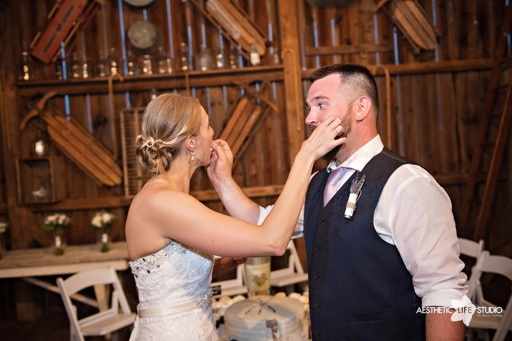 rustic_barn_wedding_096.jpg