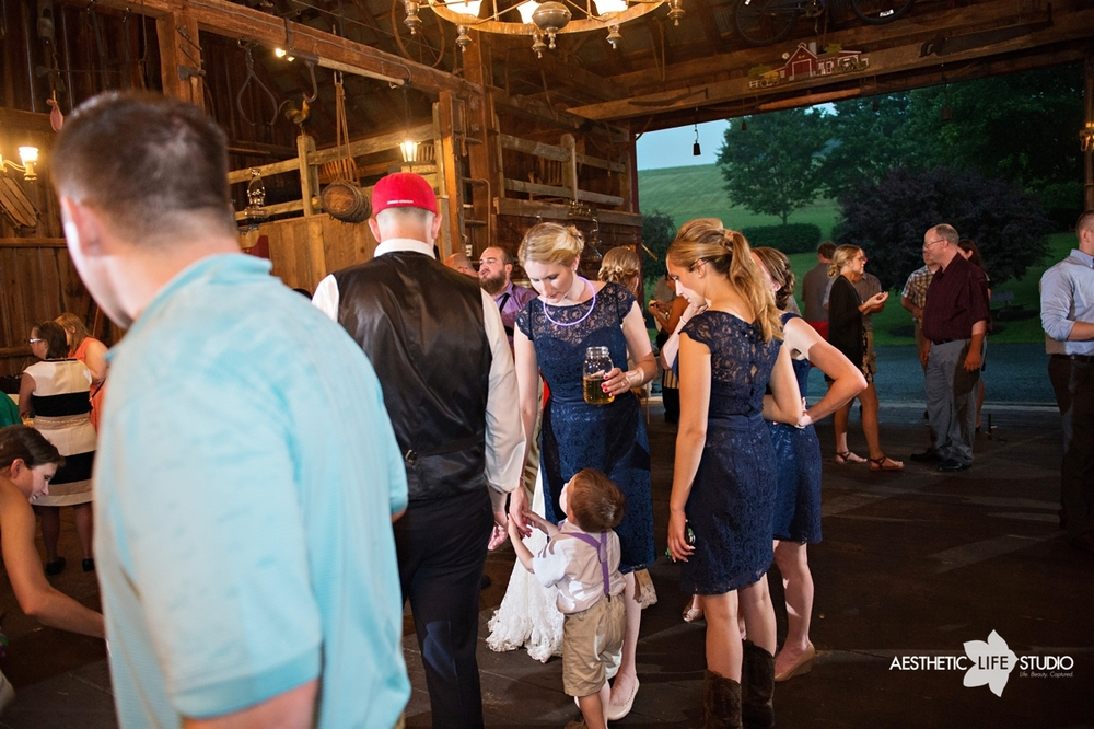 rustic_barn_wedding_098.jpg