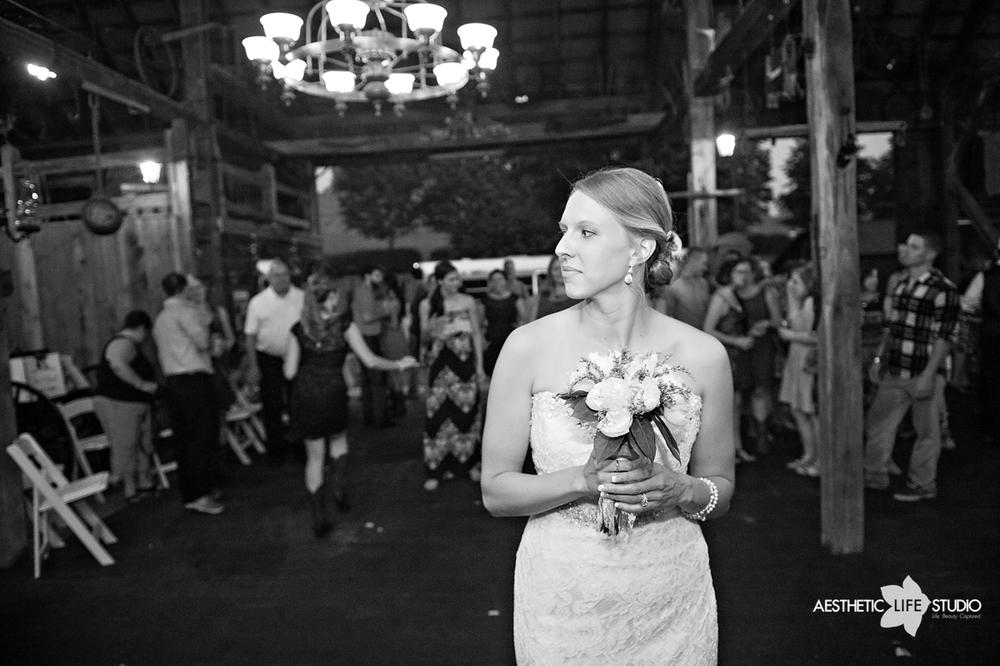 rustic_barn_wedding_105.jpg