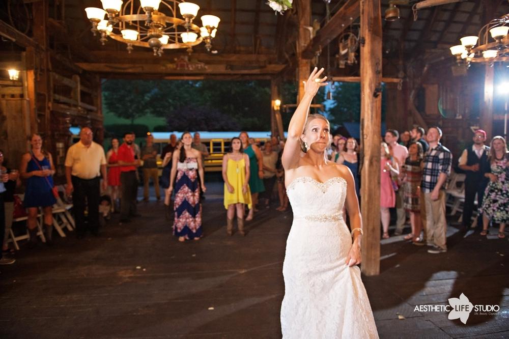 rustic_barn_wedding_106.jpg