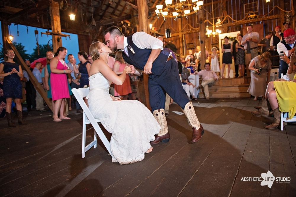 rustic_barn_wedding_108.jpg