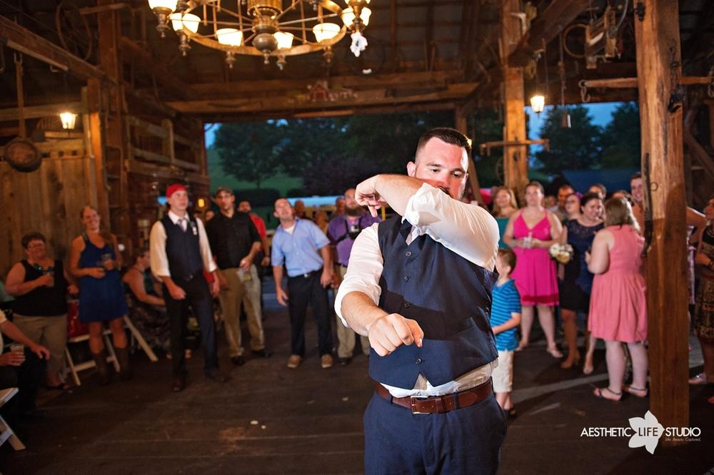 rustic_barn_wedding_110.jpg