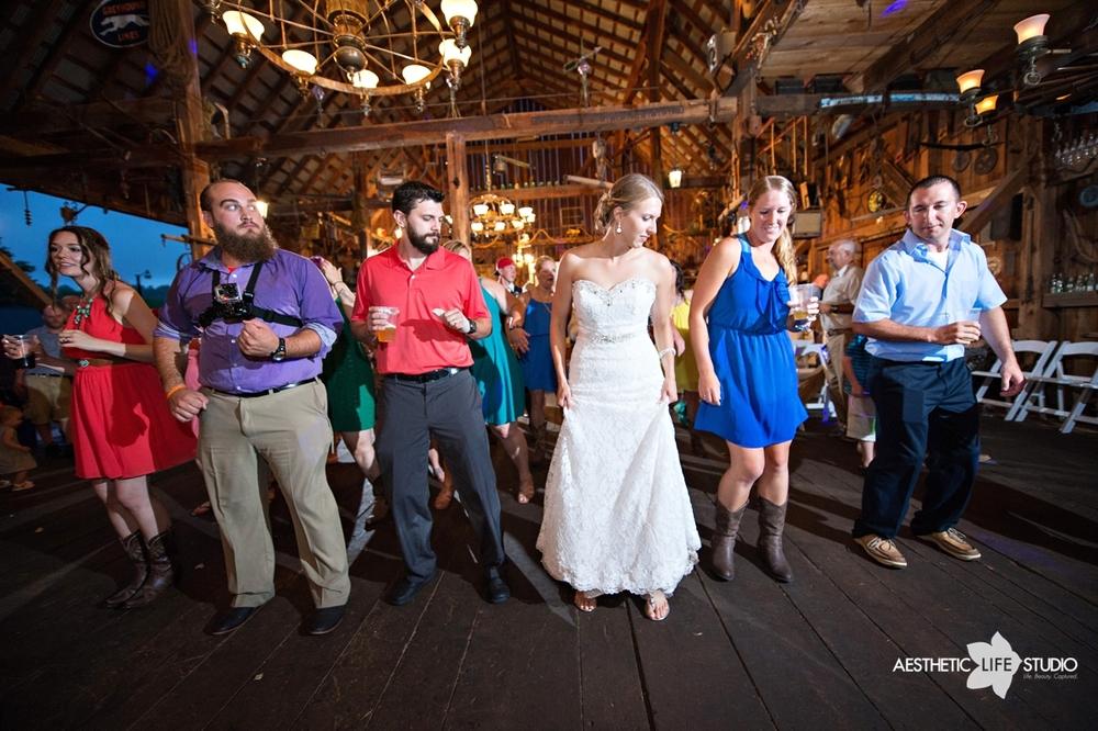 rustic_barn_wedding_113.jpg