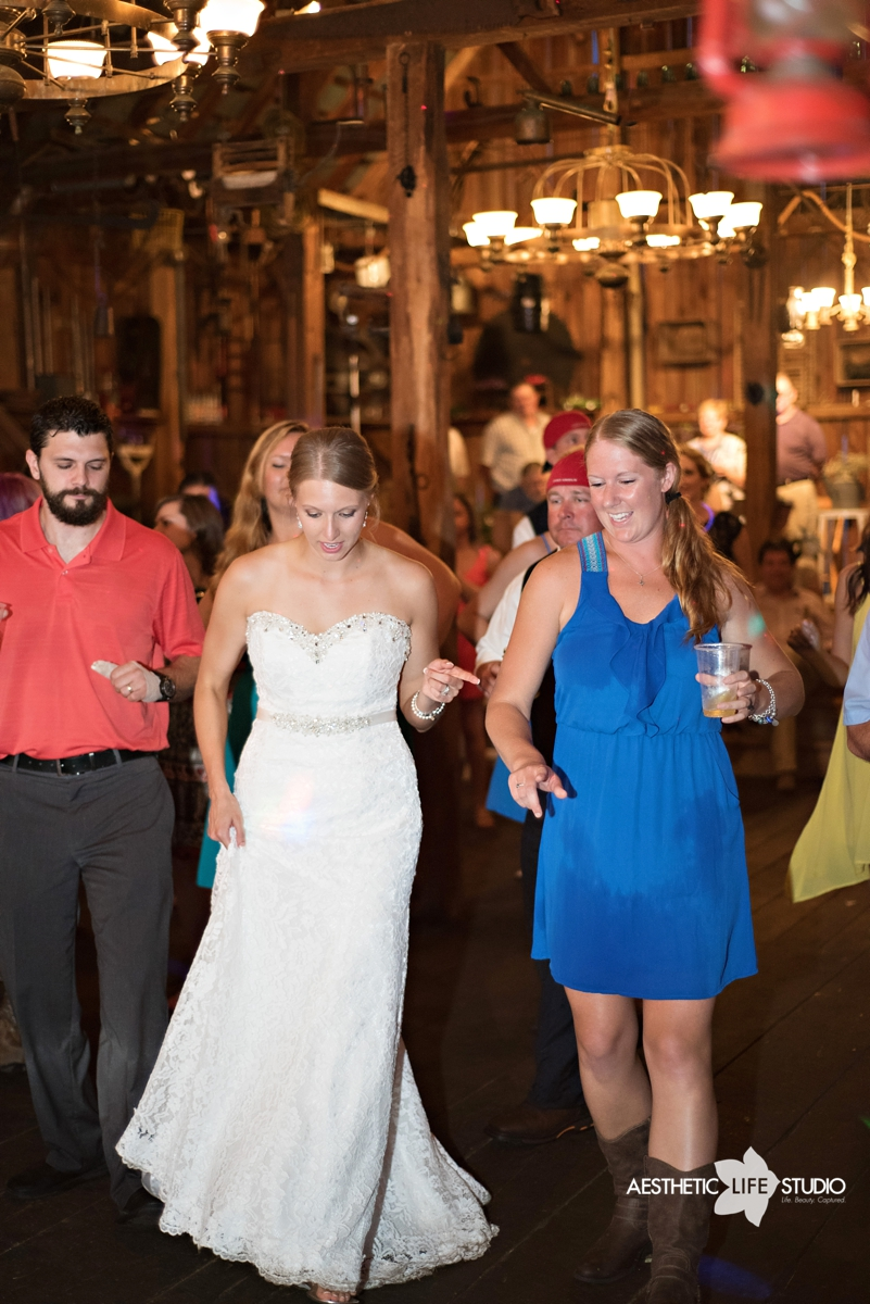 rustic_barn_wedding_114.jpg