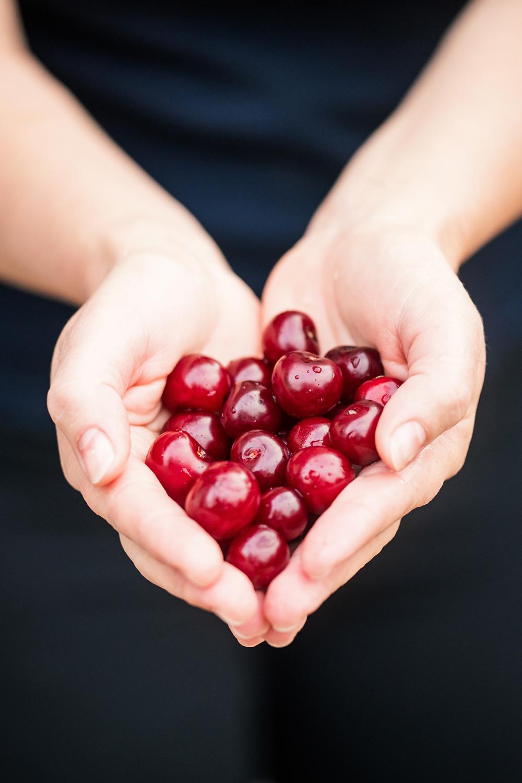 cherries-tart_cherry_juice.jpg