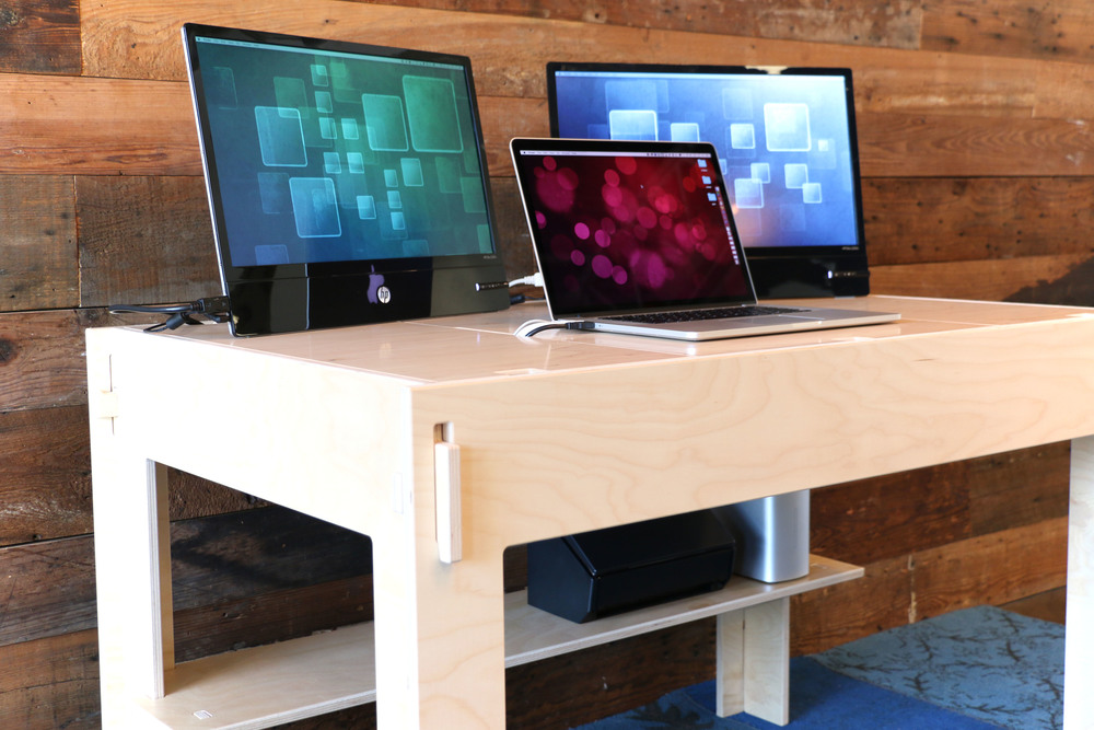 "Storage-Top Desk for Mac with 15"" MacBook Pro and two external 21"" displays"