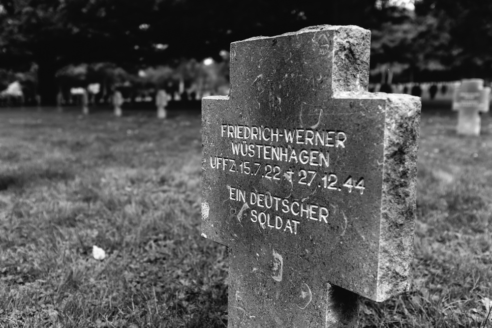 "Friedrich-Werner Wüstenhagen shares a grave with an unidentified German soldier, simply referenced as ""EIN DEUTSCHER SOLDAT""."