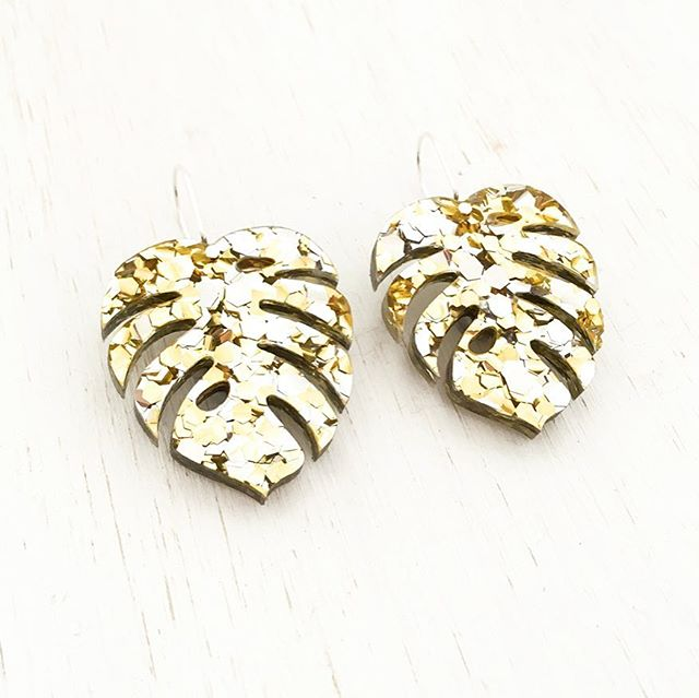 I've just added the Monstera earrings in gold glitter! Check them out in the shop ✨