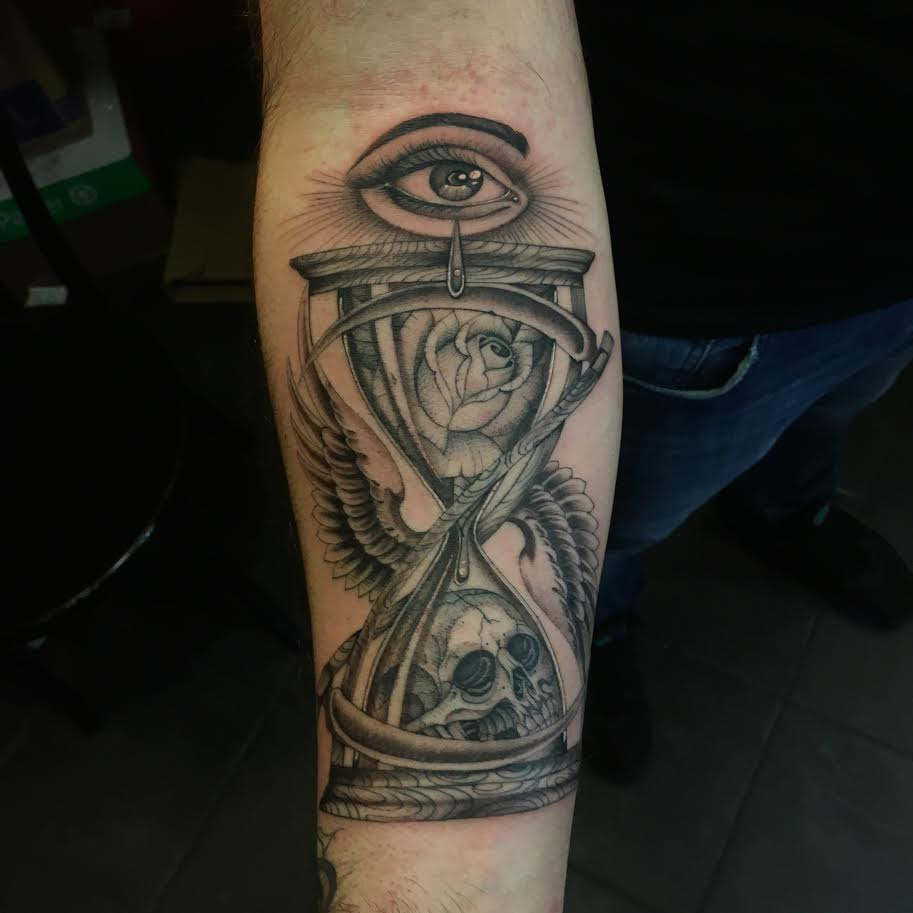 Big-Steve-Tattoos-Hourglass-Eye.jpg