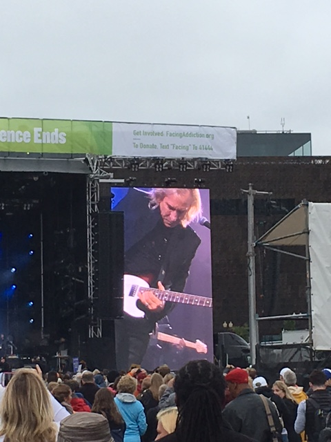 Joe Walsh Performs at #UNITEtoFaceAddiction