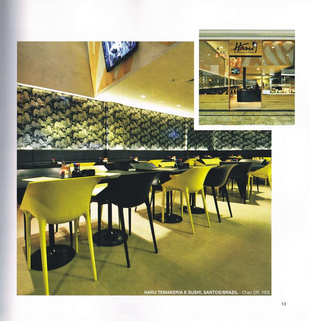 Projeto do Restaurante Haru em Santos estampando no catálogo mundial da Kartell.