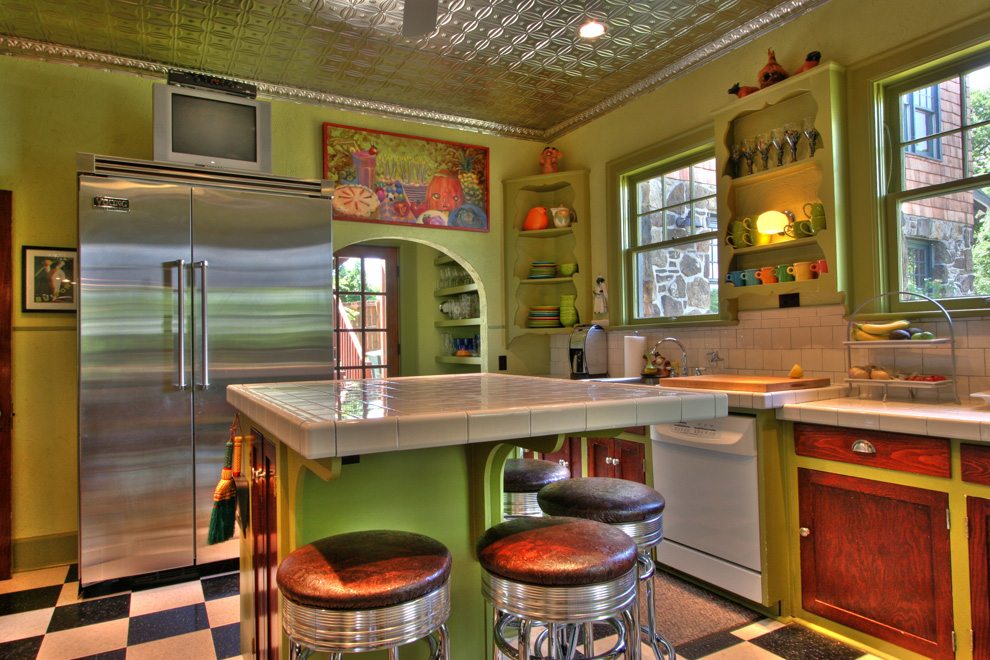 Kitchen toward backdoor.jpg