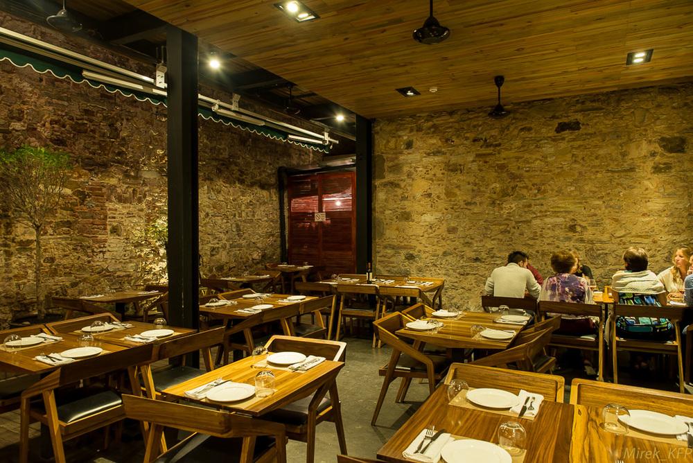 20131202L'Osteria_interior+food-5.jpg
