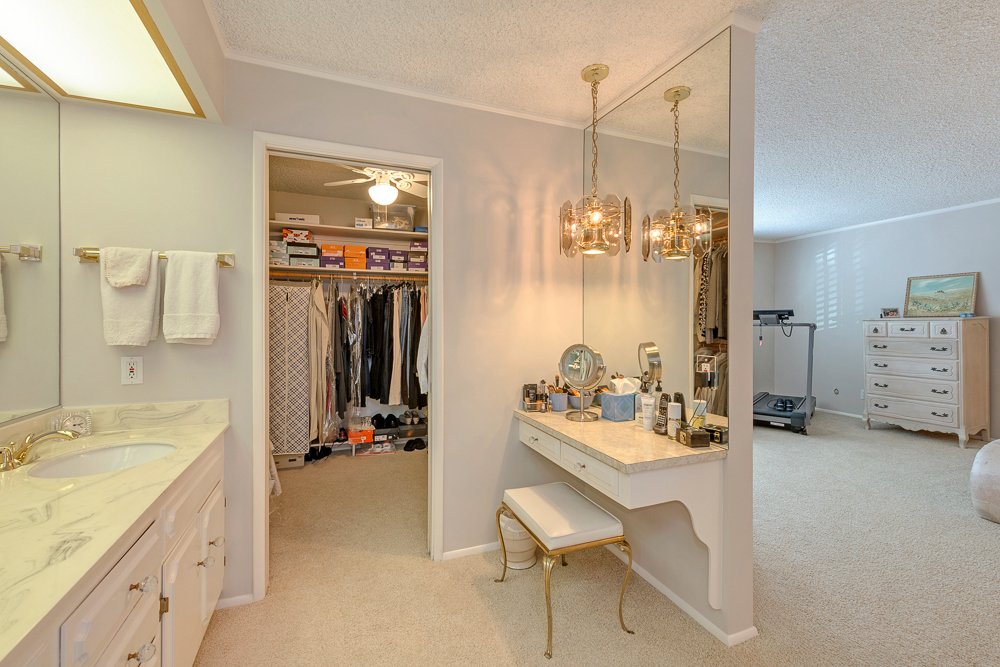 master bath walk in.jpg