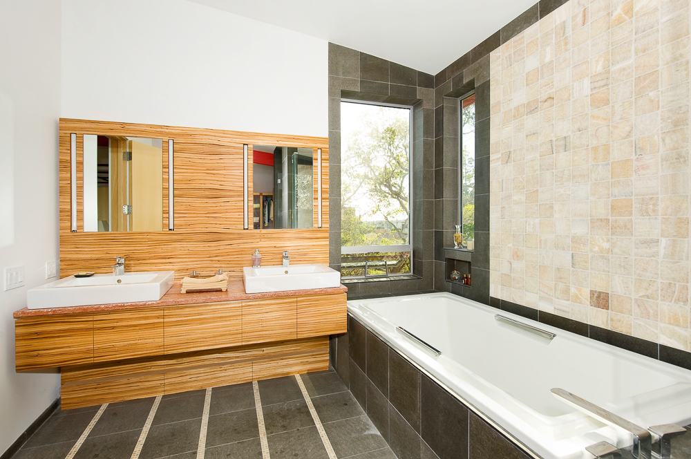 mstr bath pro.jpg