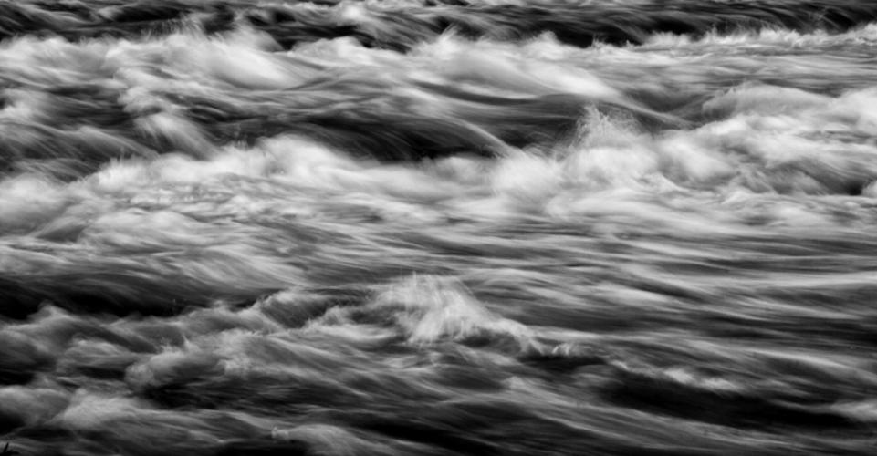 F_Niagara-River-BW.jpg