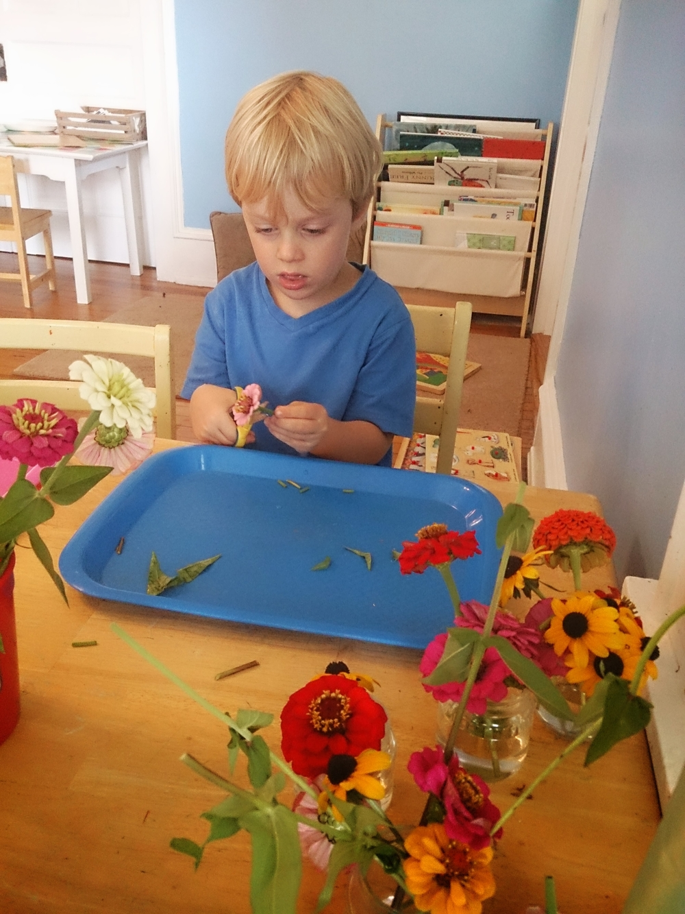Flower Cutting Station