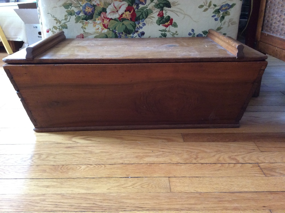 Poplar dough box, angled dovetailed sides, good condition.   $350 estimated value