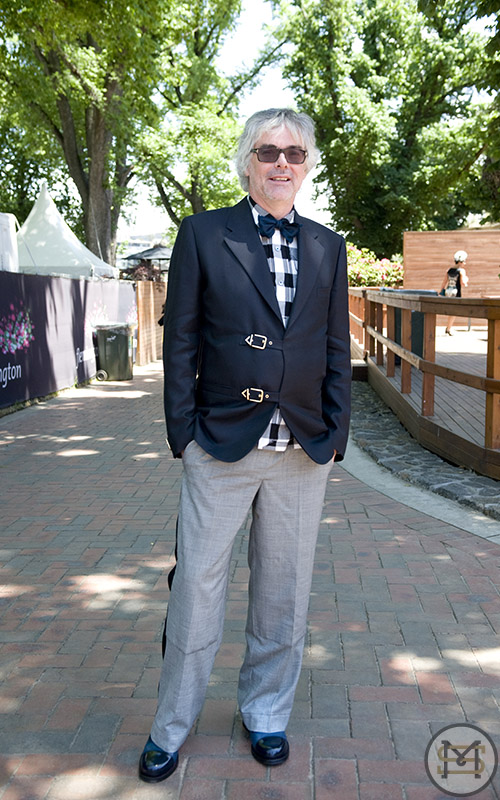 ku121108StreetFashionOaksDay1946.jpg