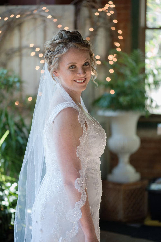 Bride_blumen_gardens_smile