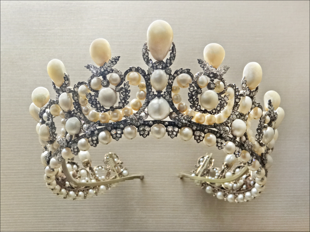 Pearl tiara of Empress  Eugenie  (1853) featuring 212 natural pearls,  Louvre , Paris.