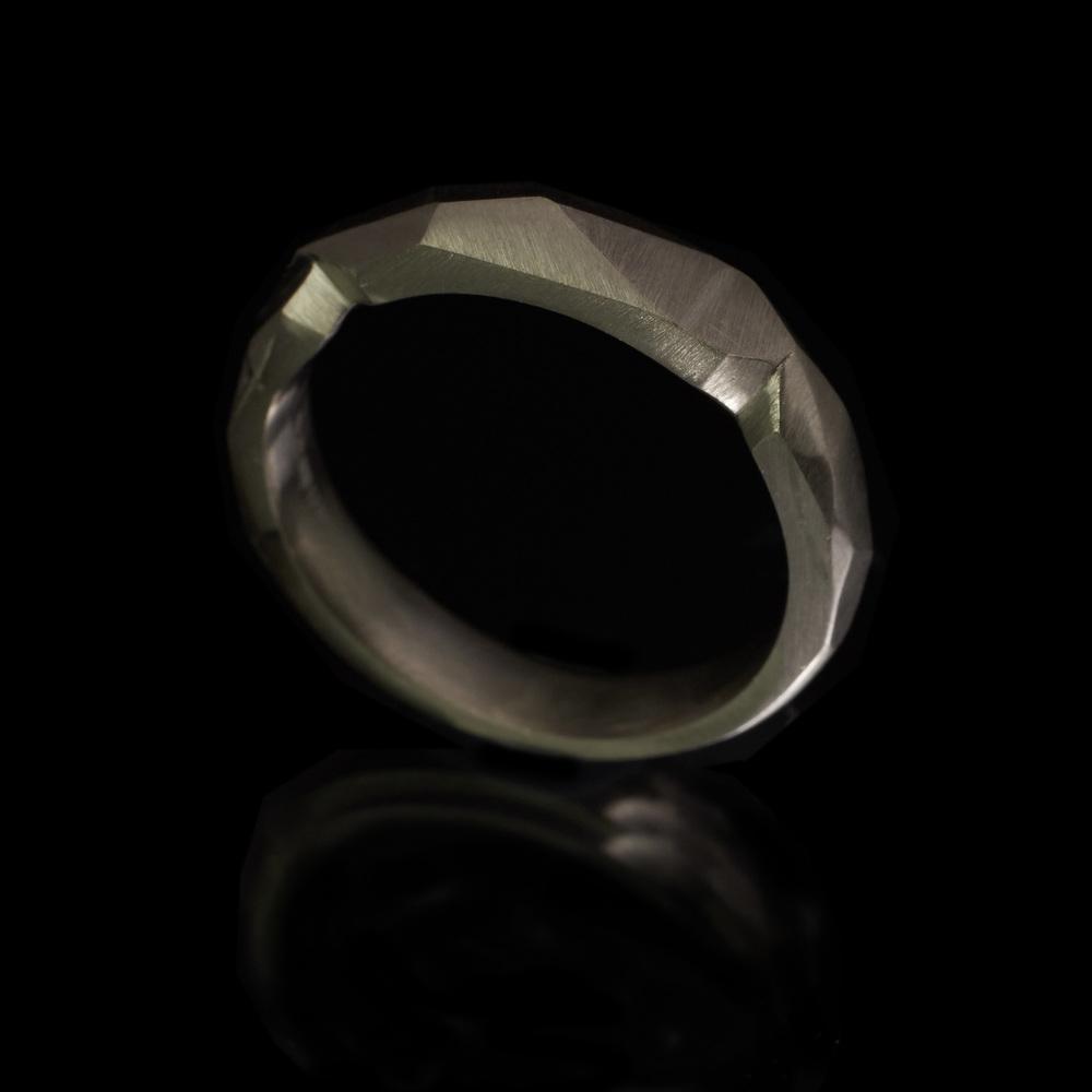 guyandmax_one-off_wedding-ring_9146-003.jpg