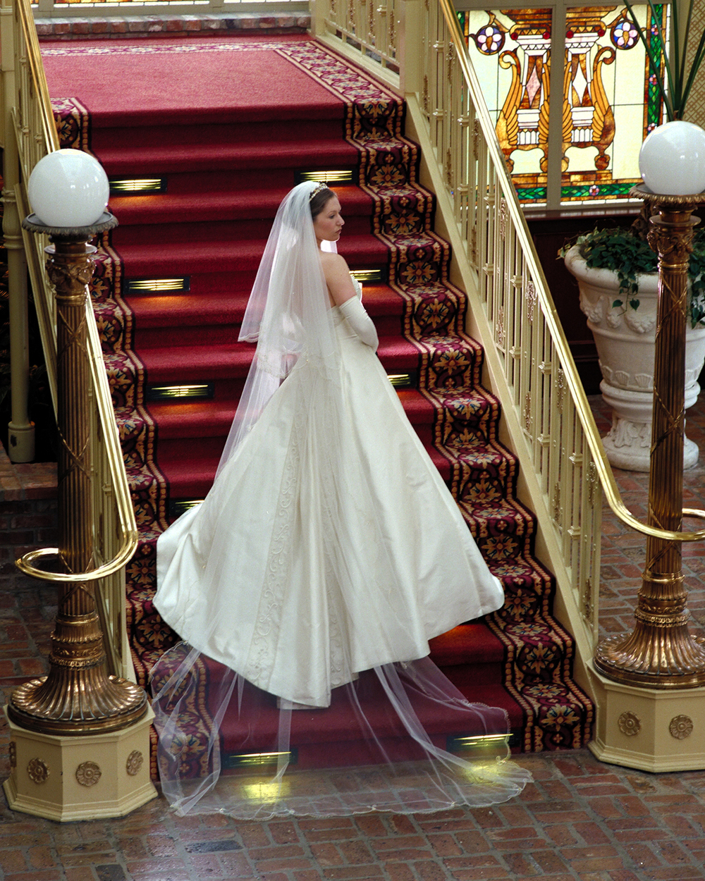 Rick-Ferro-Bride-Staircase-Orlando.jpg