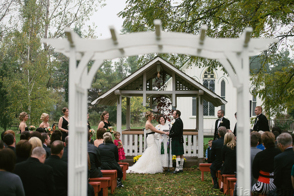 Pioneer-Villiage-London-Wedding-Photographer-034.jpg