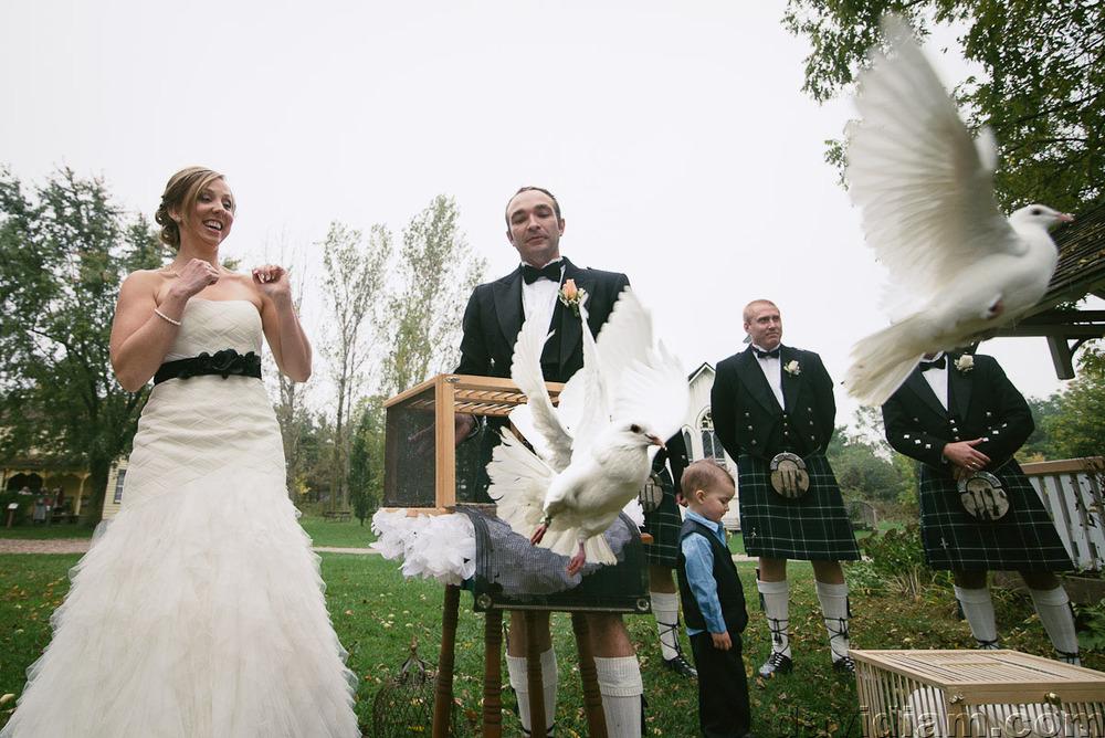 Pioneer-Villiage-London-Wedding-Photographer-040.jpg