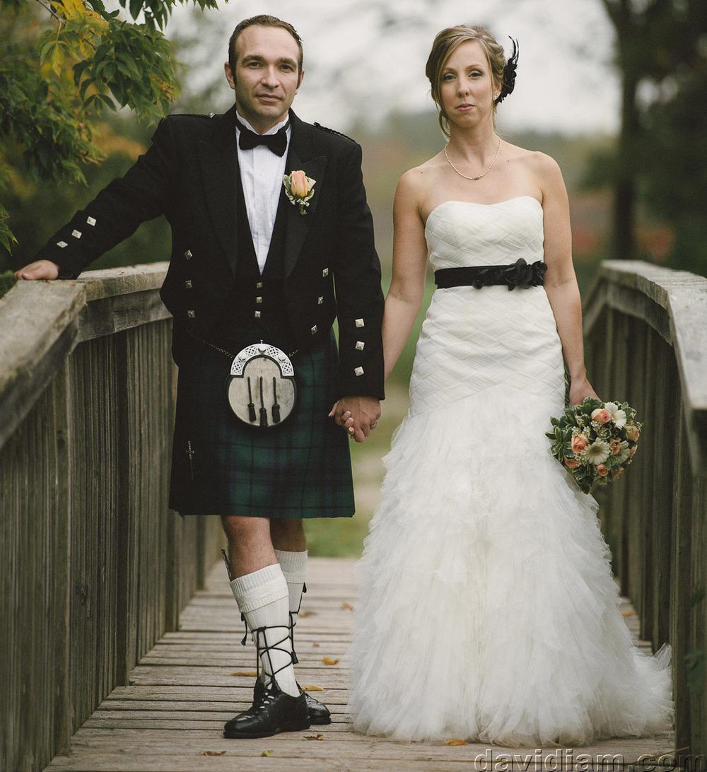 Pioneer-Villiage-London-Wedding-Photographer-051.jpg