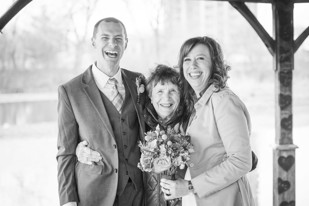 Family-wedding-photos-grandma