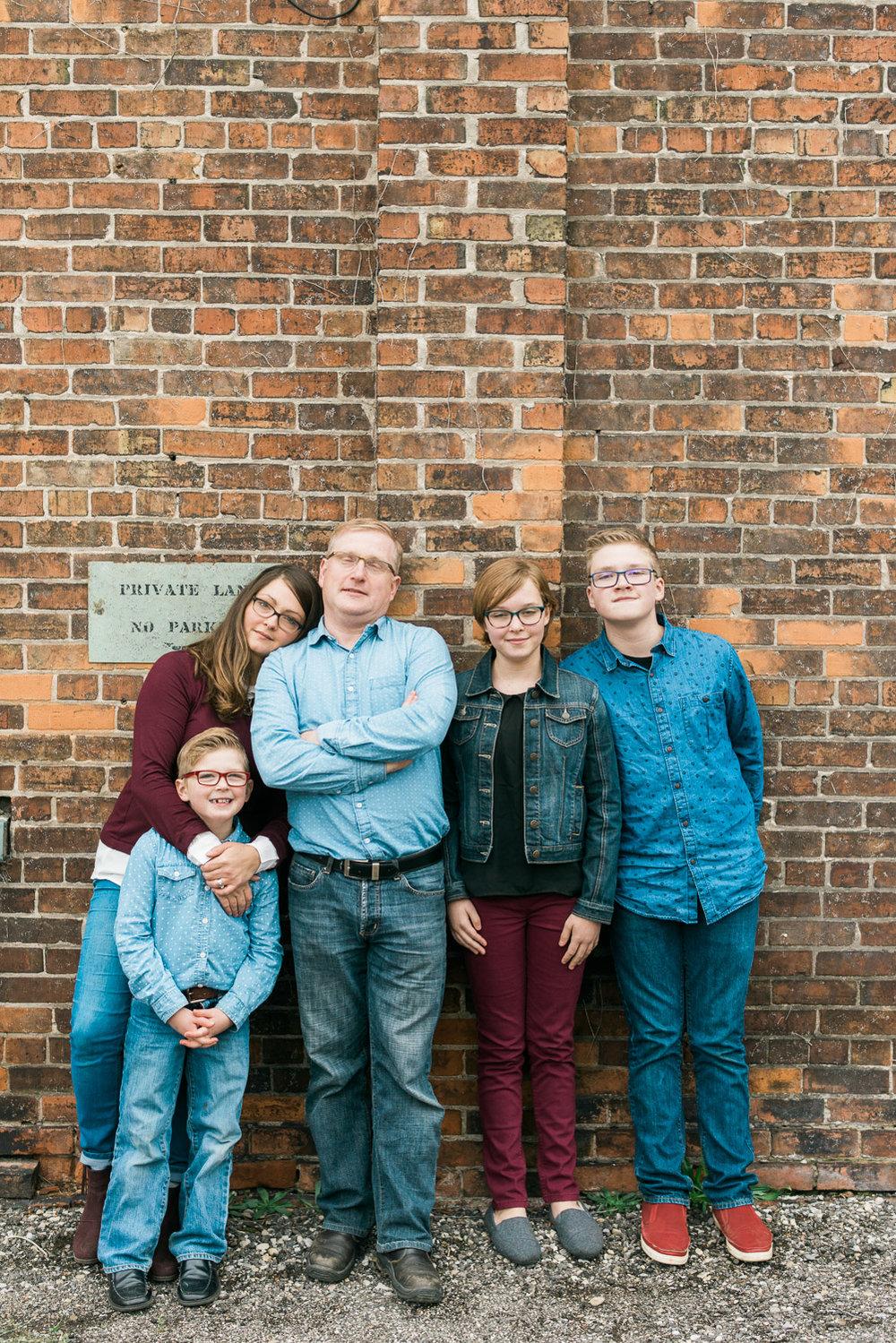 brickwall-family-photo-shoot.jpg
