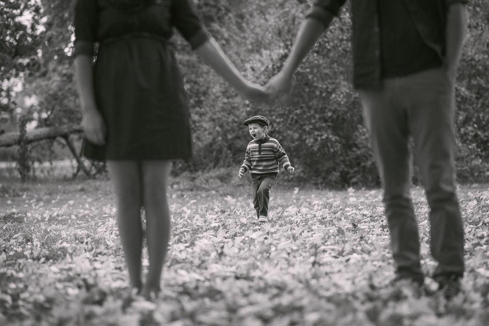 cute-kid-portrait-mom-dad-frame.jpg