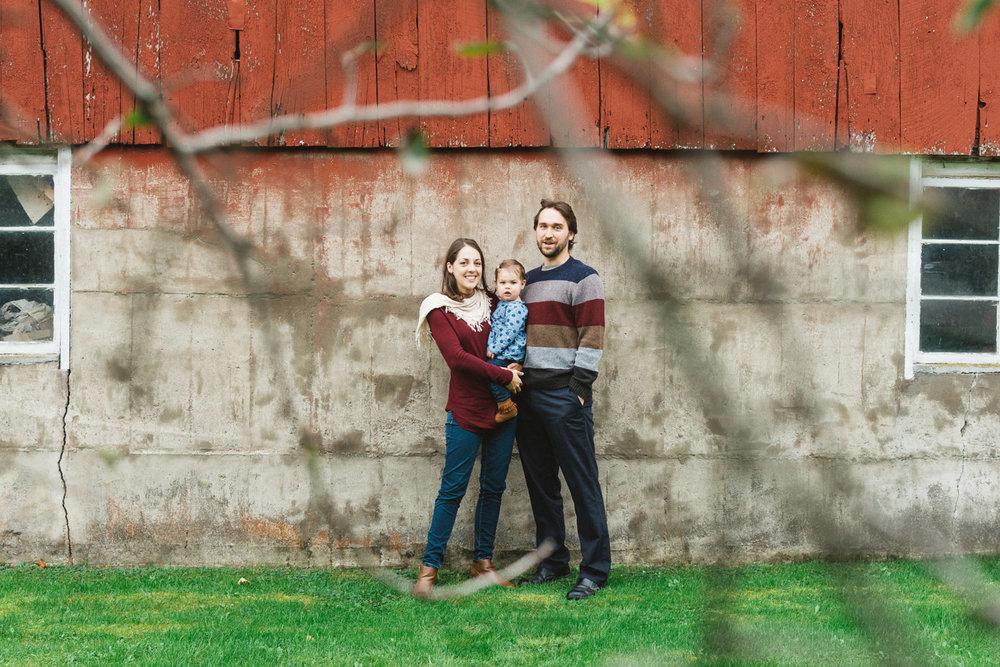 family-portrait-old-barn.jpg