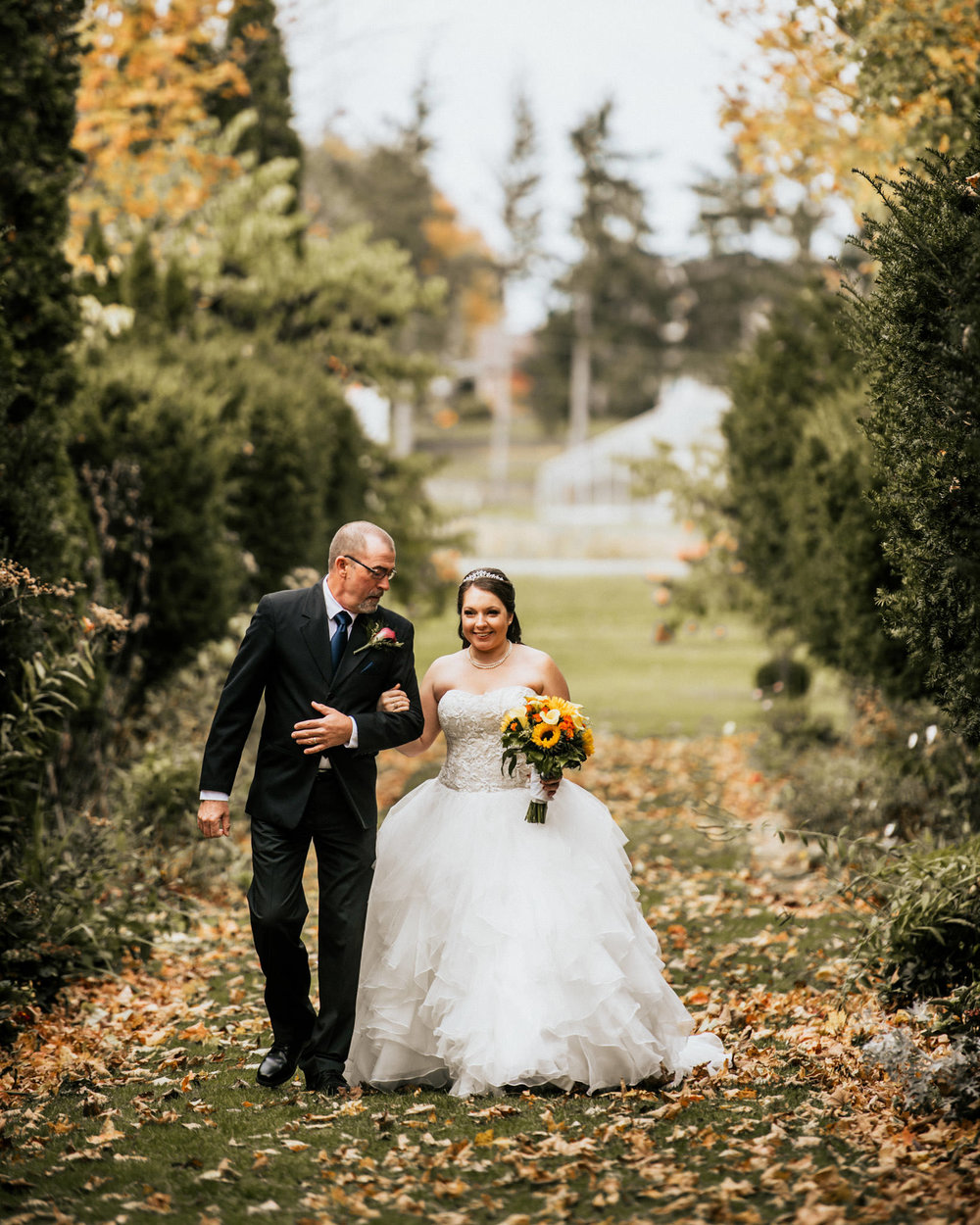 father-daughter-walk-down-the-aisle-cranberry-creek-001.jpg