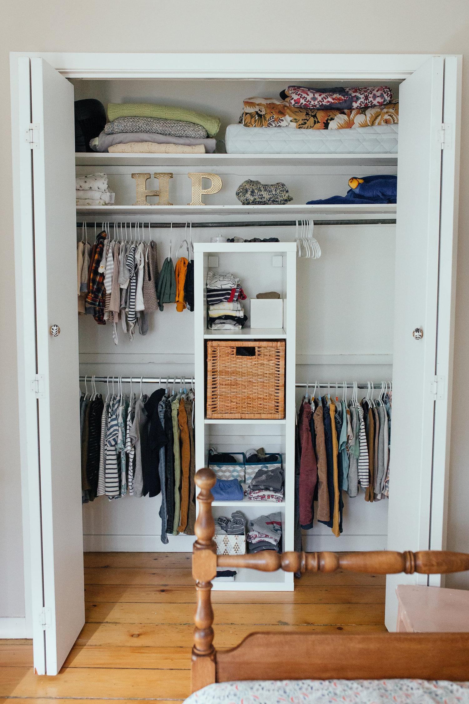 Meuble De Rangement Pour Garderie simplicitÉ : garde-robe capsule ou minimaliste pour enfants