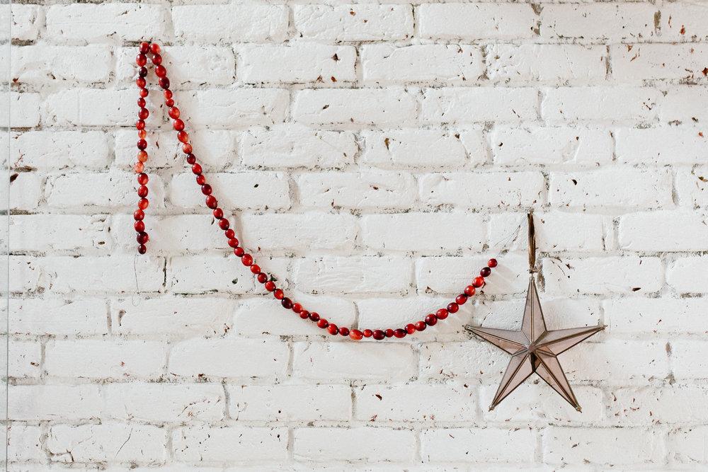 Guirlande minimaliste, simple et festive. On aime!