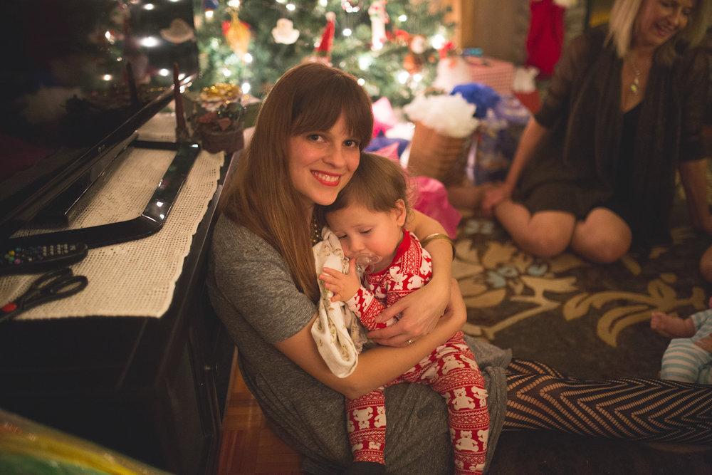 Ma face ici. C'est rare! Moment doux avec petit Paul, au réveillon de Noël chez ma maman, l'an passé.