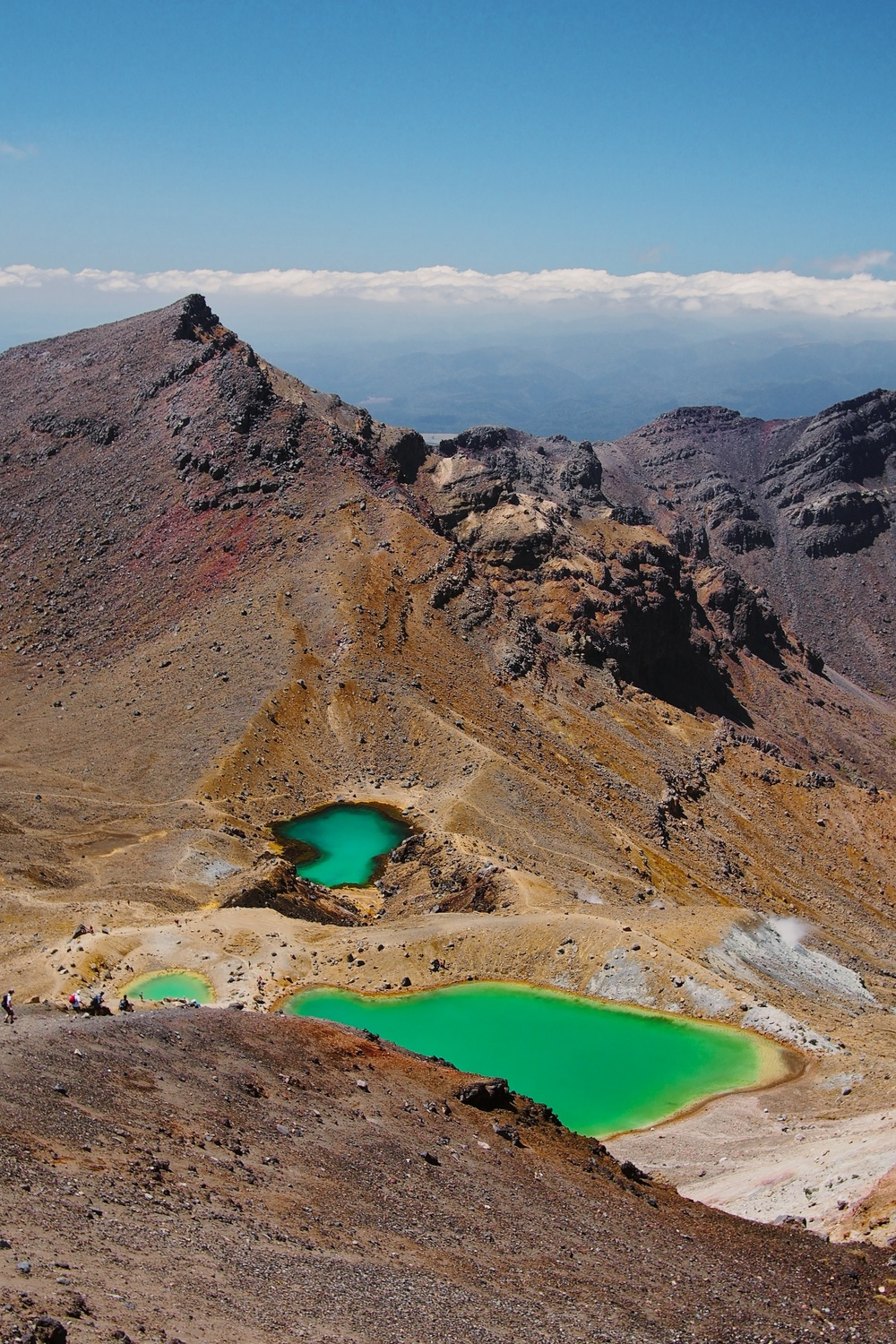 From Mount Ngauruhoe, we continued our hike across the Tongariro Crossing and arrived to the Emerald Lakes.